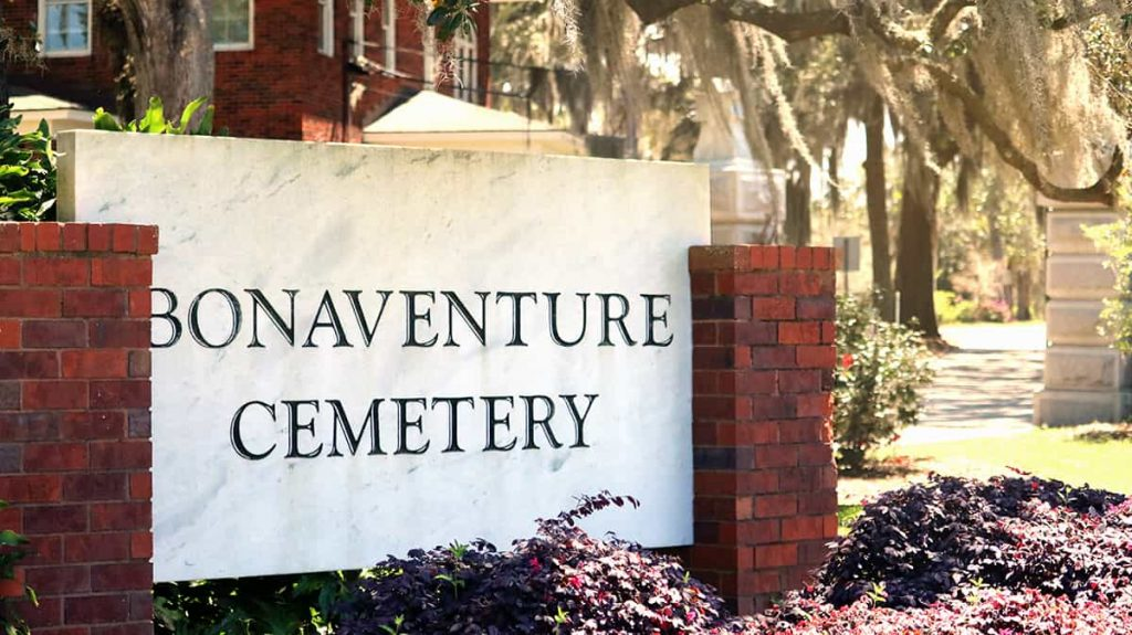 Brick and marble sign with the words Bonaventure Cemetery etched into a marble slab
