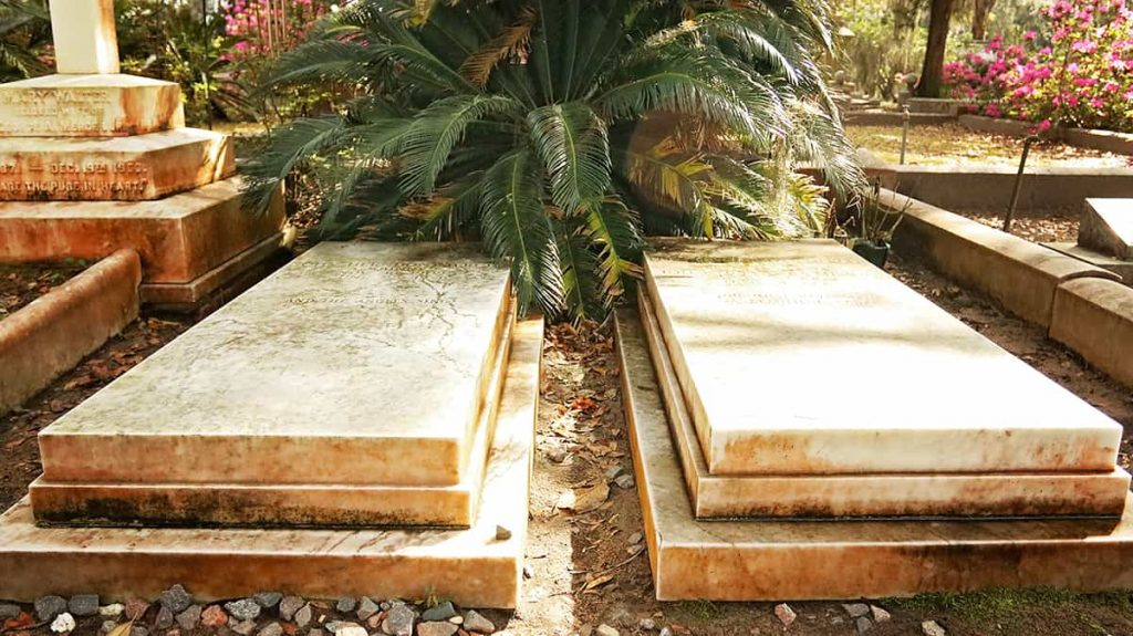Two identical grave markers, side by side, for Johnny Mercer and his wife