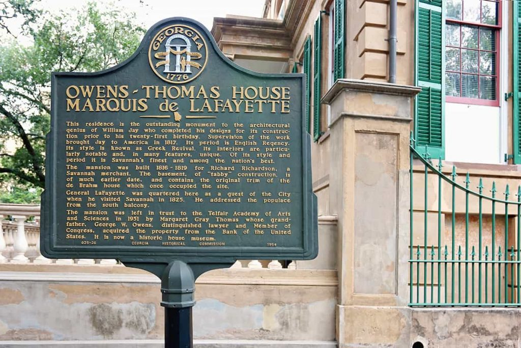 Historic marker for the Owens-Thomas House saying the Marquis de Lafayette stayed there.