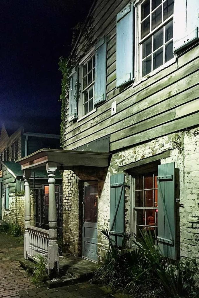 Eerily lit nighttime shot of the Pirates' House, one of the most haunted restaurants in Savannah